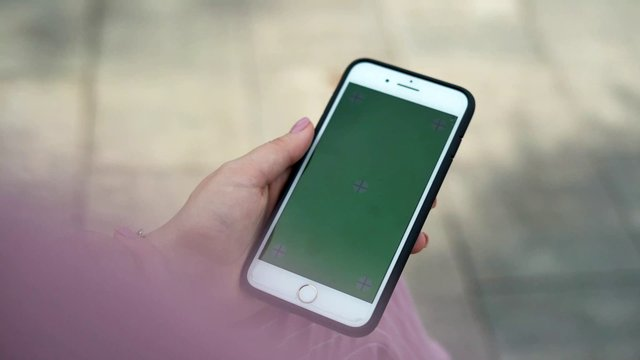iPhone Clicking on Green Screen  thumbnail