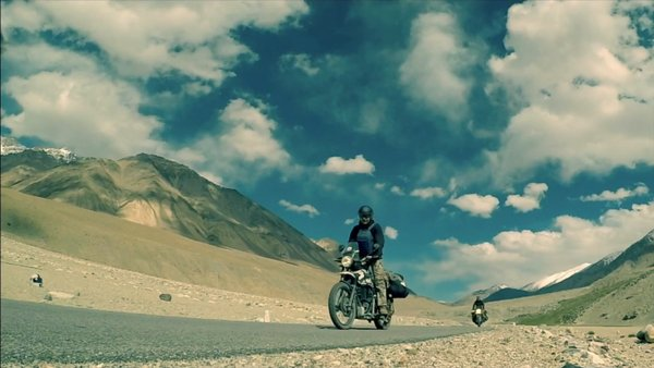 Laddakh Bike Safari- A bike ride with School friends #TravelVlog