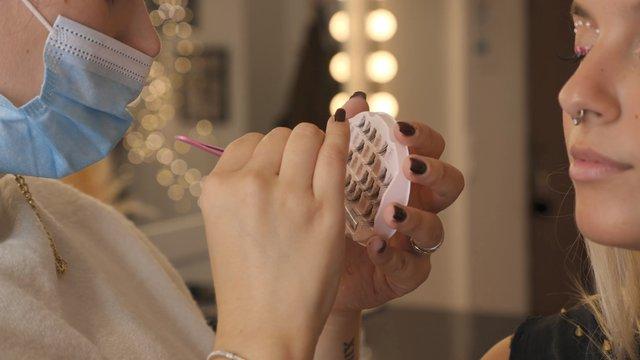 MUA Glues Eyelashes With Tweezers thumbnail