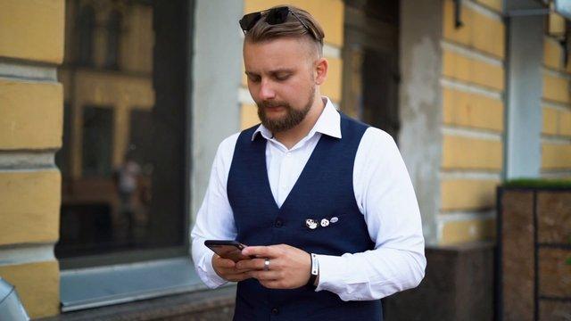 Business Man Walking in City thumbnail