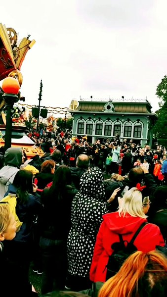 Disneyland Paris Parade. The whole video is very long so I had to split the video and upload it