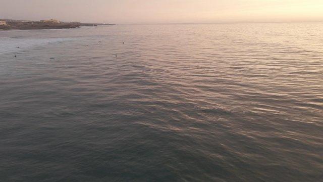 Beautiful Sea Waves thumbnail