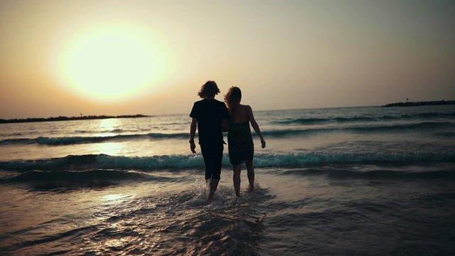 Couple Enjoying Romantic Sunset thumbnail