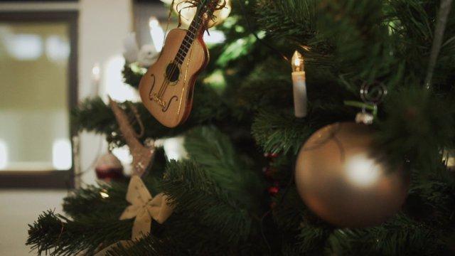 Christmas Tree Decoration thumbnail
