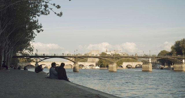 People Talking near Quai de la Seine thumbnail
