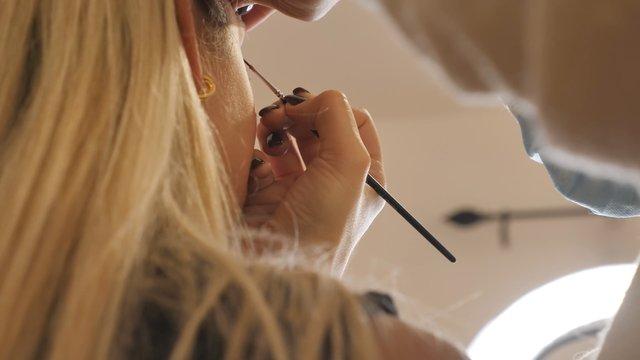 MUA Does Eye Makeup thumbnail