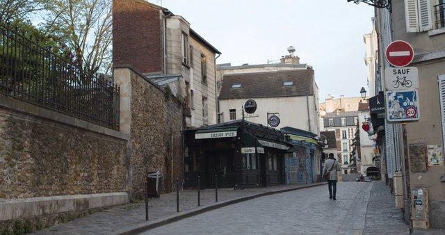 Closed Irish Pub In Montmartre  thumbnail
