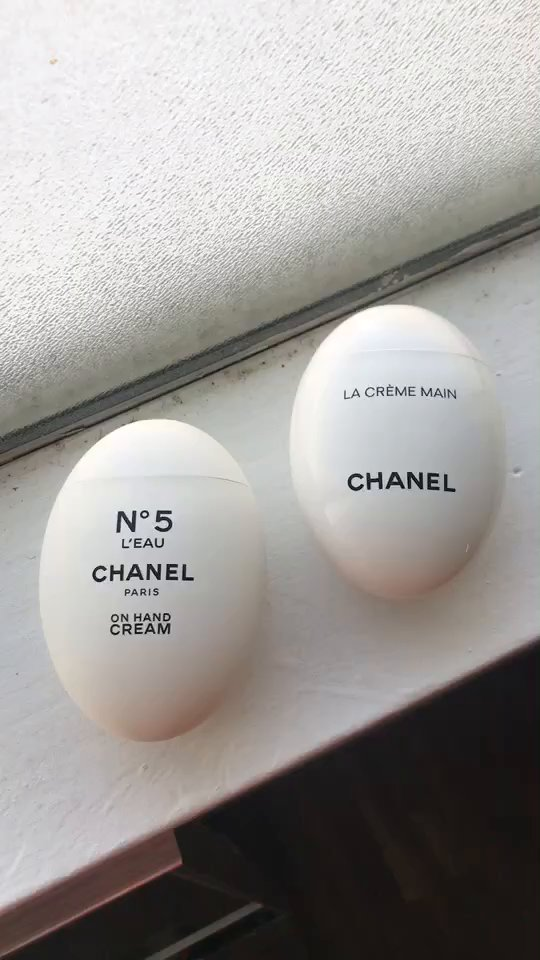 review of Chanel La Creme Main