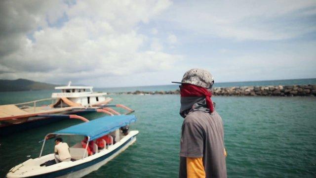 Man Chartering Boats thumbnail