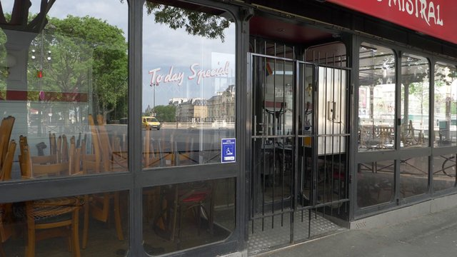 Le Mistral Restaurant Empty In Paris  thumbnail