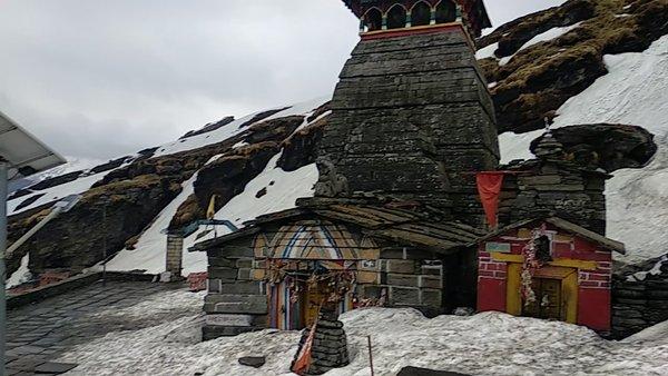 Snowfall at tungnath during winter