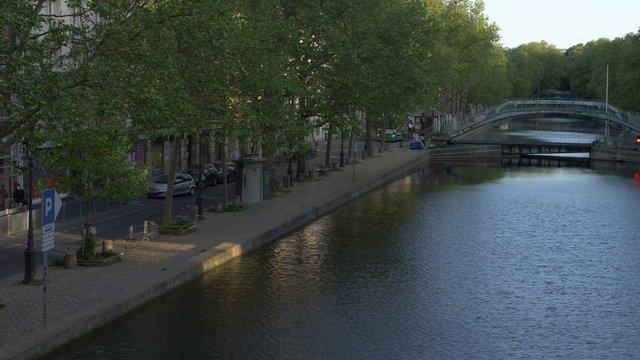 Canal Saint Martin In Paris thumbnail