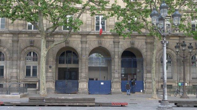 Hospital Entrance 4th Arrondissement In Paris  thumbnail